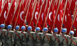 Turkish soldiers carry Turkish flags during a parade marking the 89th anniversary of Victory Day in Ankara August 30, 2011. REUTERS/Umit Bektas (TURKEY - Tags: ANNIVERSARY MILITARY POLITICS) - RTR2QJAV